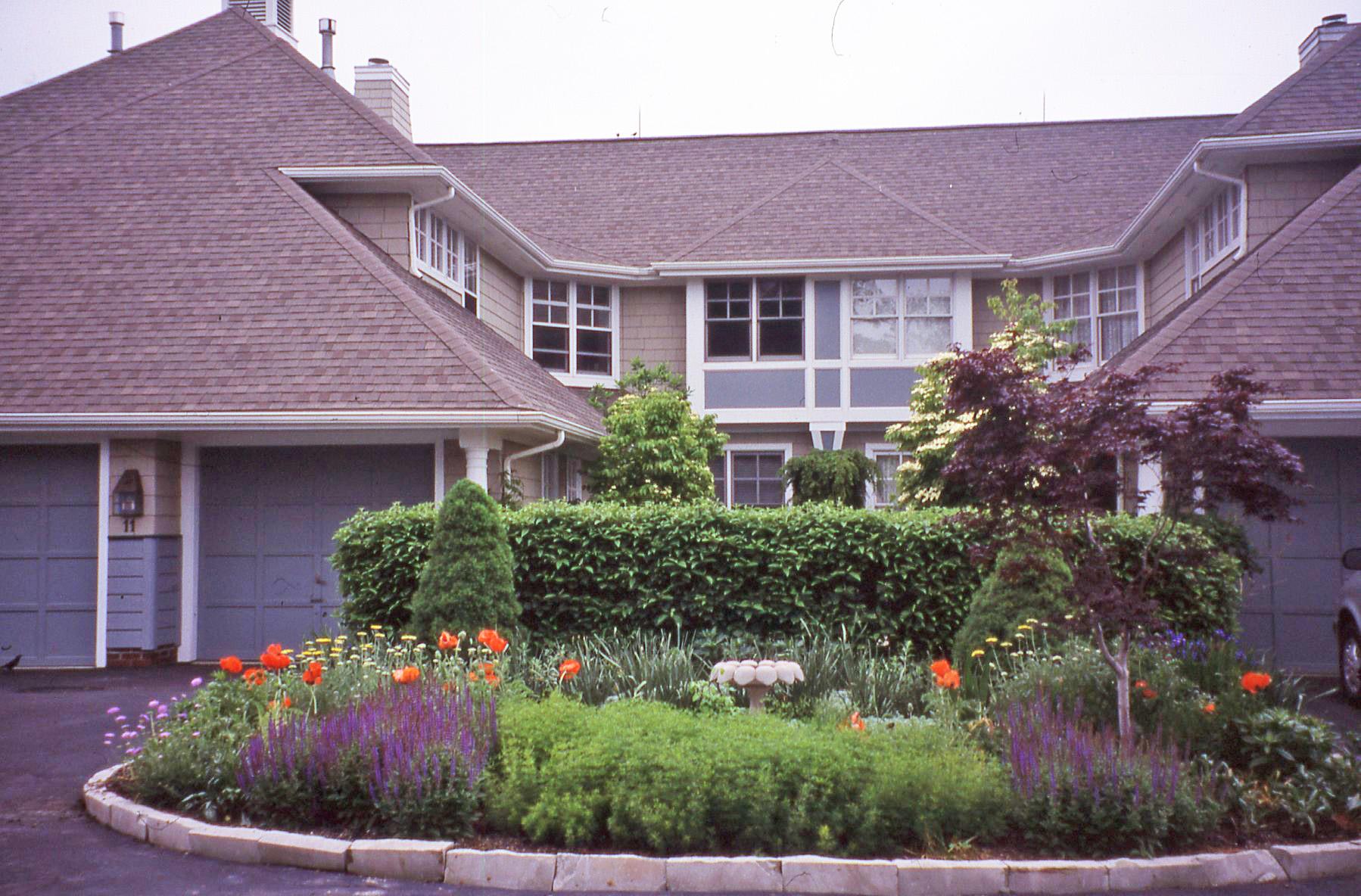 Landscape renovation and maintenance bobbie 39 s green thumb for Landscape renovations