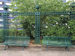 Le Promenade Planteé (Paris High Line) side trellis and benches